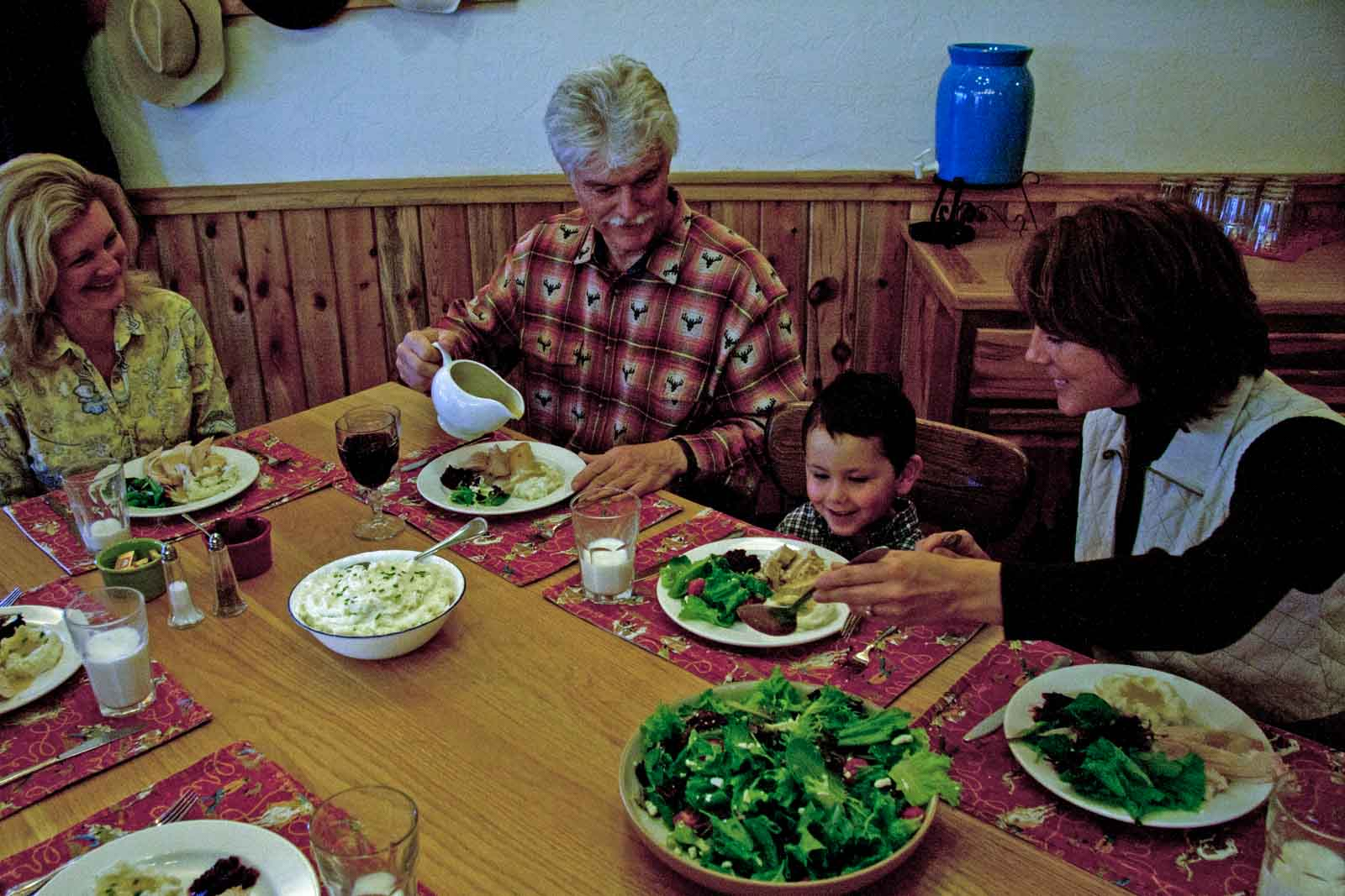 dining-laramie-river-ranch.jpg