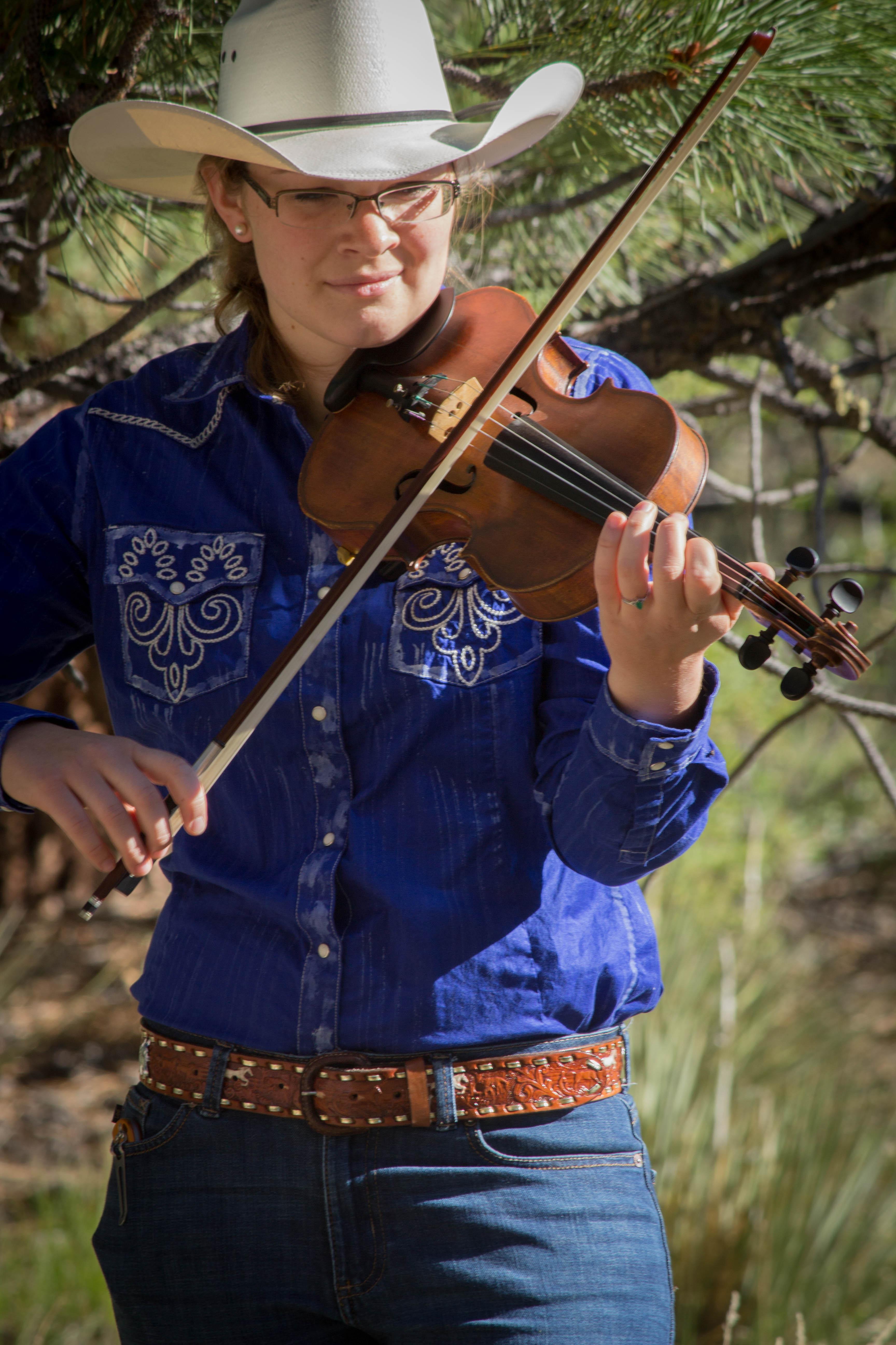 violin-playing-deer-valley.jpg
