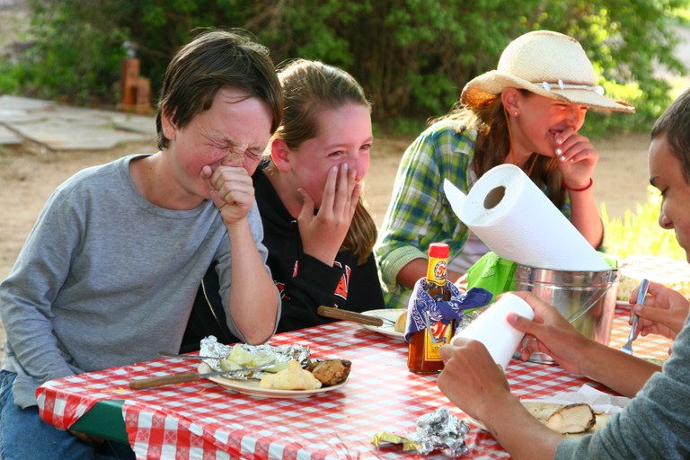 outdoor-lunch-cherokee-park.jpg