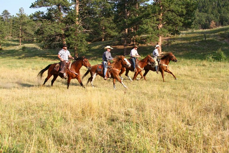 group-horseback-riding.jpg