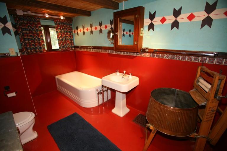 bathroom-interior-tumbling-river.jpg