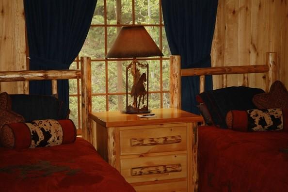 cabin-interiors-elk-mountain.jpg