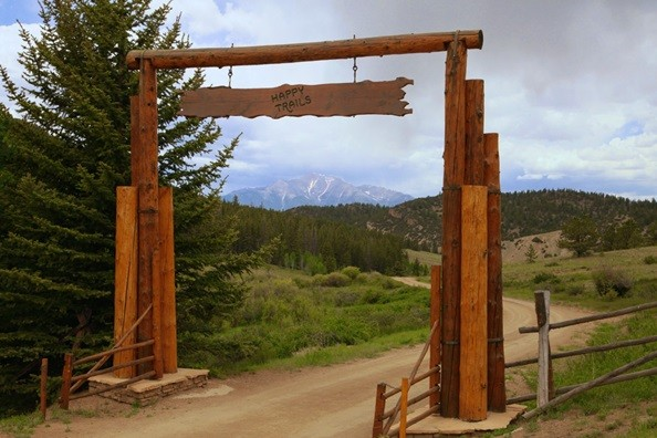 entrance-sign-elk-mountain.jpg