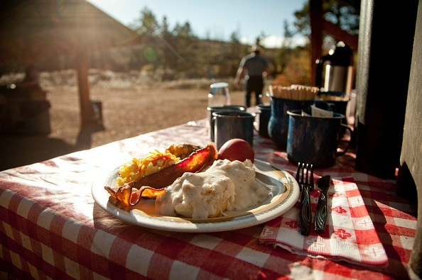 dining-outside-lost-valley.jpg