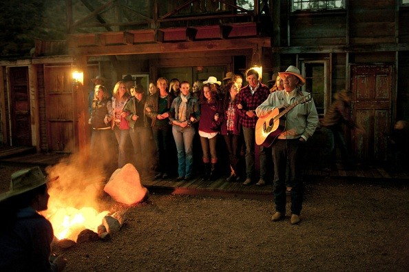 families-campfire-lost-valley.jpg