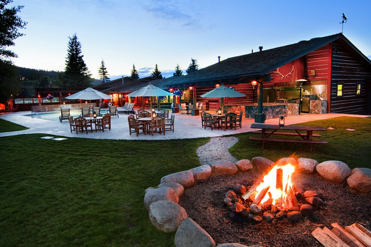 Patio-House-Firepit-at-CLazyU